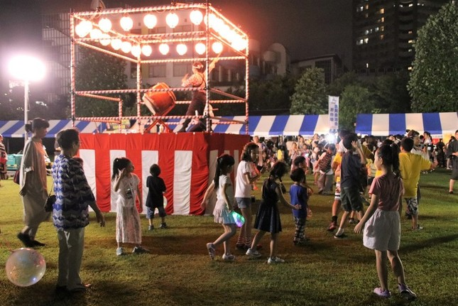 「お台場夏祭り2019 やぐらde盆DANCE東京五輪音頭-2020-」の様子