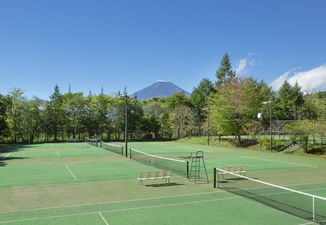 富士山が見えるテニスコート