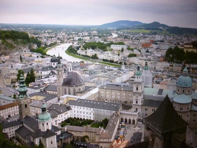 ホーエンザルツブルク城から見たザルツブルクの街並み