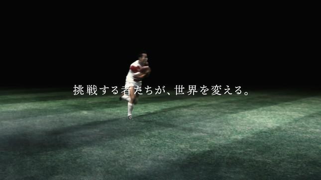 歴代代表からのパスを受け取った福岡堅樹選手