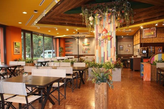 「プラムイン城陽」1階・ロゴスファミリーレストラン