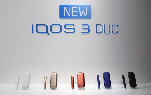 5色の「IQOS 3 DUO」。中央が新色「ウォームカッパー」
