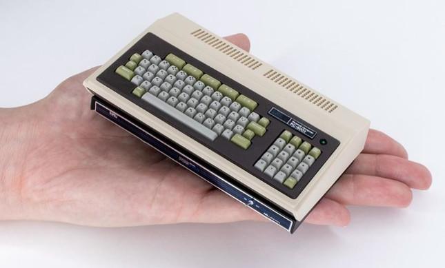 モニターやキーボードと接続、プログラミングやゲームが楽しめる