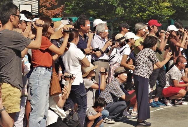 「記憶より記録」という保護者が多そうな幼稚園の運動会=この秋、東京都内で