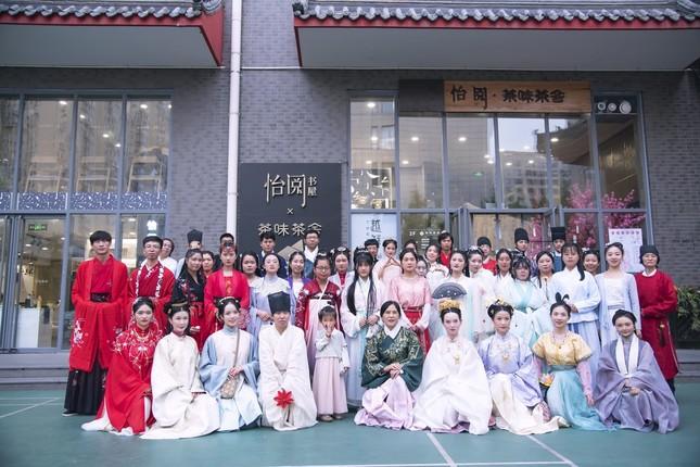 漢服イベント会場の若者たち