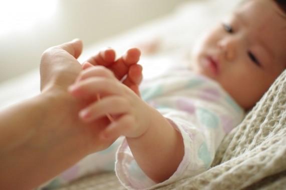 専門医が乳幼児期のスキンケア法伝授