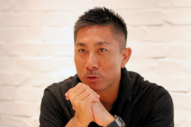 現在はサッカー解説者やテレビ番組出演はじめ幅広く活動する前園氏