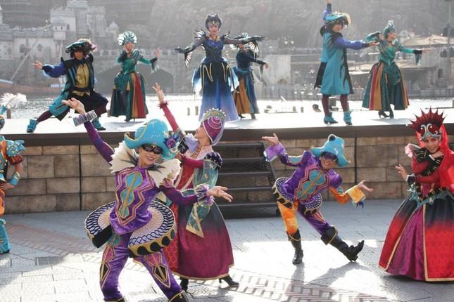 妖しげな女性たちが踊る(フェスティバル・オブ・ミスティーク)
