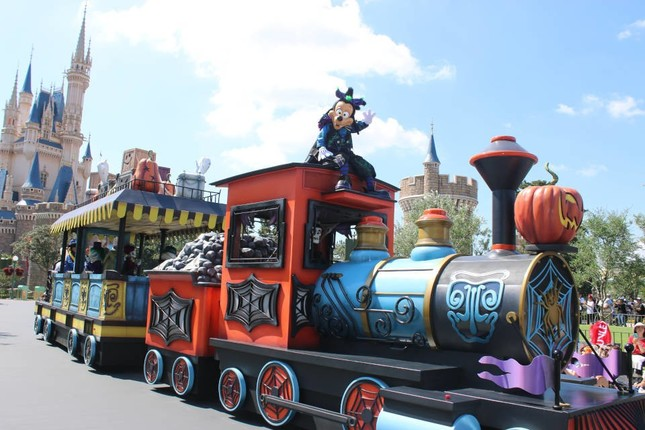 「スプーキーBoo!パレード」を開催(TDL)