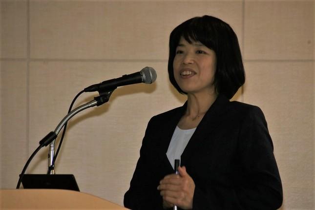 講演する信州大学大学院医学系研究科の増木静江教授