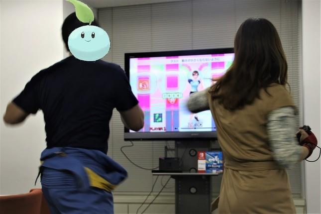 「サリールちゃん」は他の参加者よりもリズミカルに体を動かし、ゲームのリズムに乗ることを重視していたように見えた