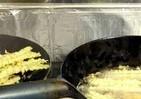 さらば赤い大鍋 平松洋子さんは台所の戦友たちを抱きしめる