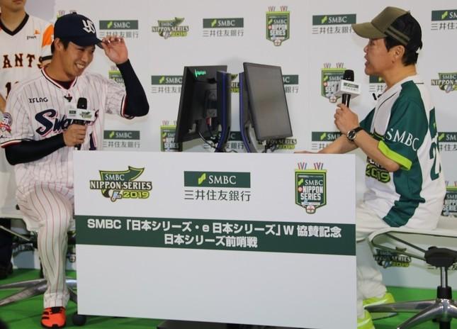 バーチャル始球式で山田選手と上島さんが対戦