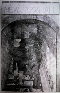 階段を上って楽器倉庫を活用した2階にあったPhoto:南達雄