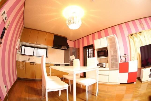 キッチンにはパンプキン型が可愛い照明が