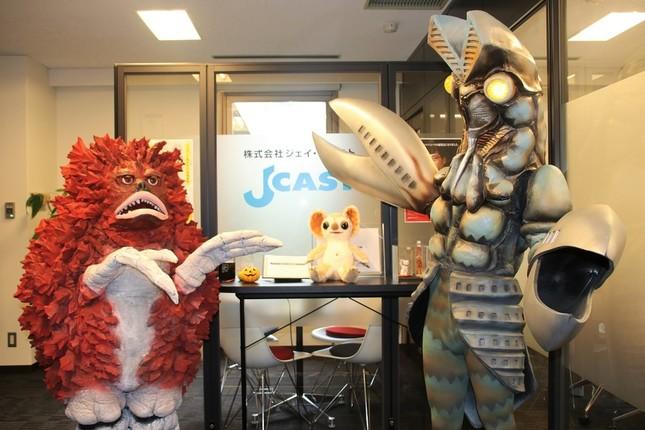 円谷プロダクション作品に登場するバルタン星人、ピグモン、ムクムクがJ-CASTに来社