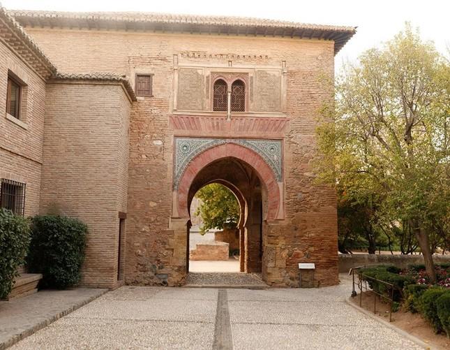 アルハンブラ宮殿の葡萄酒の門、現存している