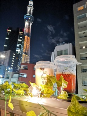 店は東京スカイツリーがよく見える場所にある(写真は周奕引さん提供)