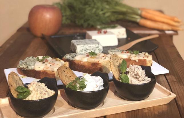 ヴィーガンチーズとグルテンフリーパン(イメージ)