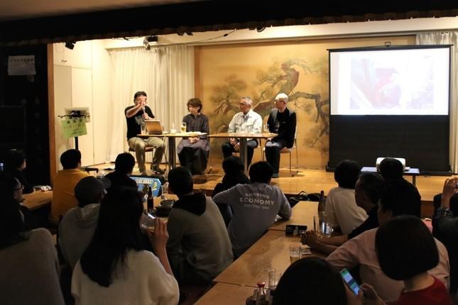川瀬鉄工所の川瀬純一代表取締役(左から三番目)のお茶目な一言で会場が和やかな雰囲気に包まれた