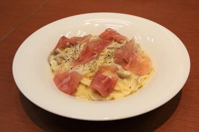 チーズの濃厚な風味を楽しめる「生ハムと5種チーズの濃厚スパゲッティ」