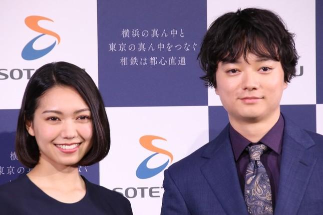 二階堂ふみさん、染谷将太さん(左から)