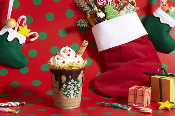 トップは白いクリームと赤いチョコレート