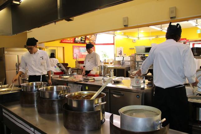 「カレーのチャンピオン野々市本店」厨房