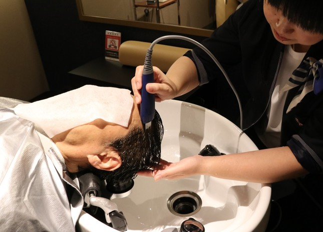 超音波洗浄機を使った「ピーリング」。皮脂や汚れを乳化し流す