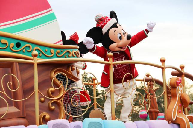 クリスマス衣装のミッキーマウス(ディズニー・クリスマス・ストーリーズ)