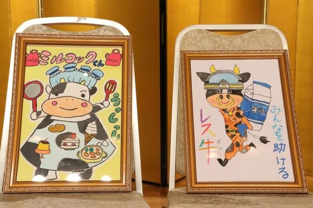 最優秀賞の「ミルコックくん」と「レス牛」(左から)