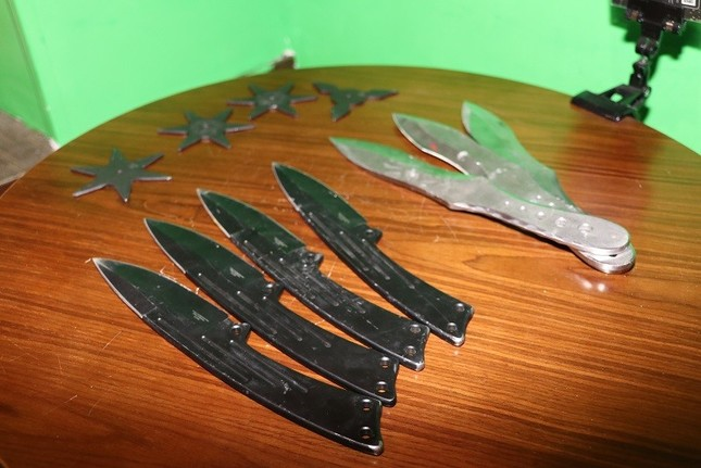 オプションで手裏剣やナイフを追加し、投げることもできる