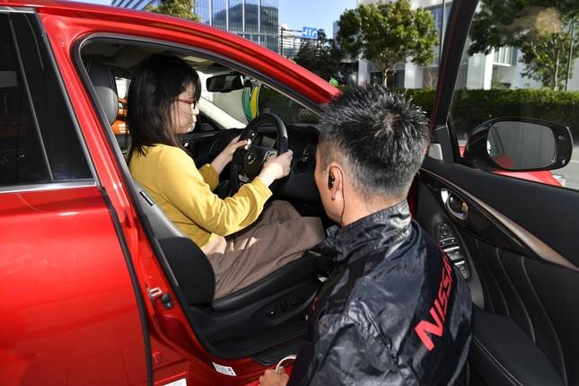 高速道路の運転が苦手な人向けの講習会を開催
