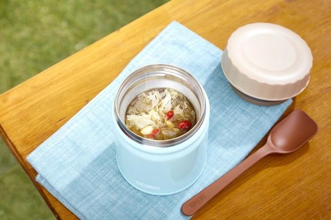 トッピングとして白キクラゲ、豆苗、ボイル海老もしくは漢方茶がサービスされる「毎日薬膳Soup+」