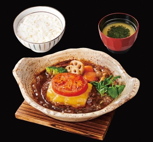味噌デミソースの煮込みハンバーグ