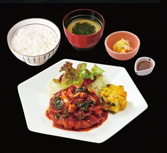 きのこと野菜のトマトソース・ハンバーグ