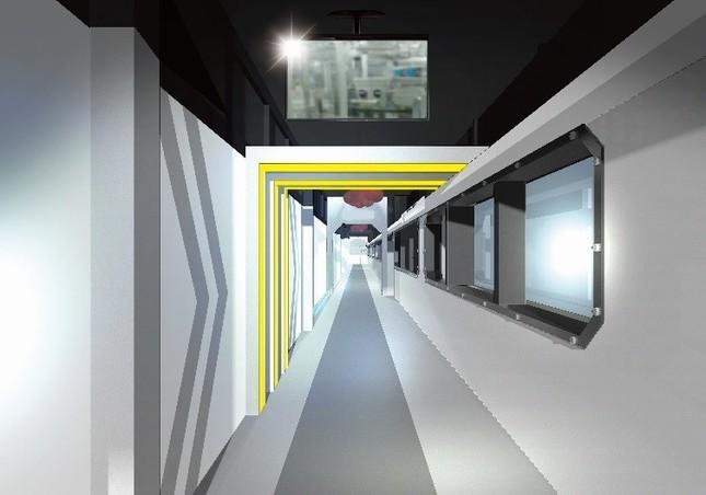 宇宙船の内部にいるような見学通路