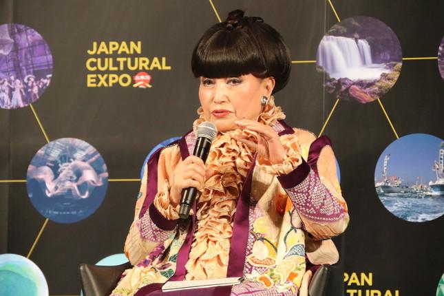 日本文化の魅力を語る黒柳さん