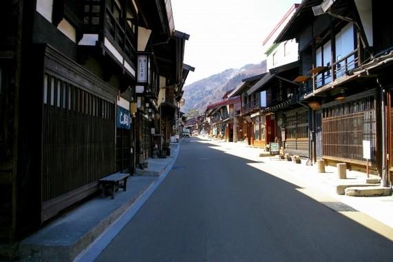江戸時代は「戦争のない平和な時代だった」と思っている人も多いが(写真は奈良井宿)