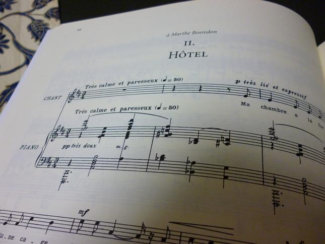 『ホテル』の楽譜冒頭には、『とても静かに、そして怠惰に』と書かれている