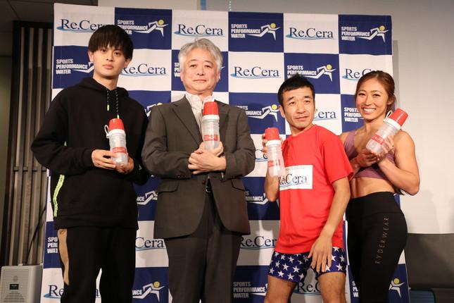 「TKDプロジェクト」よしきさん、理学博士の鵜澤正和さん、猫さん、コンディショニングトレーナーの尾藤朋美さん(左から)