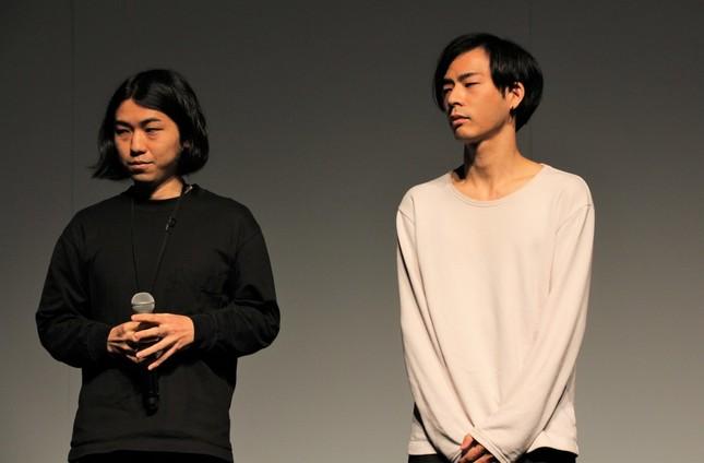 「intangible film」を手掛けた藤元翔平さん、國本怜さん(左から)