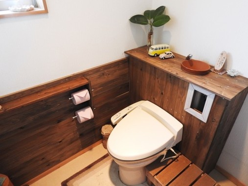 子どもの同級生が体調不良で「トイレを貸してほしい」と頼んできた…どうする?