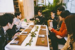 交流イベント「隣のお茶は、青い」の様子(1)