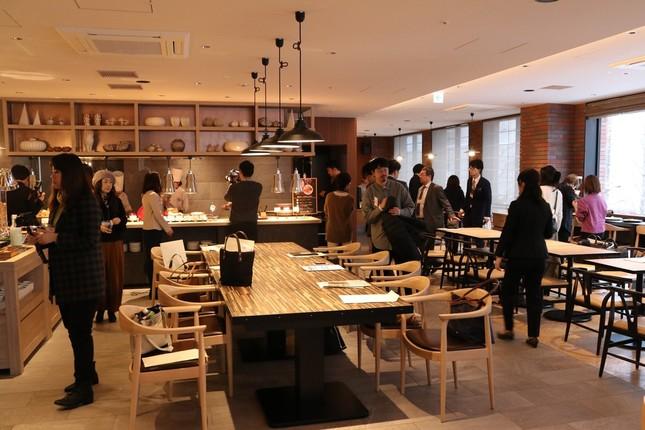 2階のカフェレストラン「さんかく堂」