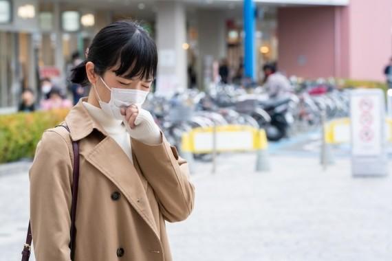 くしゃみをする瞬間に外す、咳をしたら裏返す…驚きのマスクマナー違反例