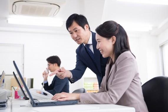 職場での愛情表現に関する調査(画像はイメージ)