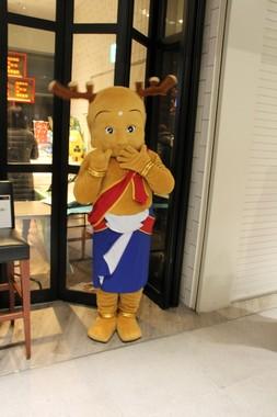 奈良県のマスコットキャラクター、せんとくんも応援に駆けつけた