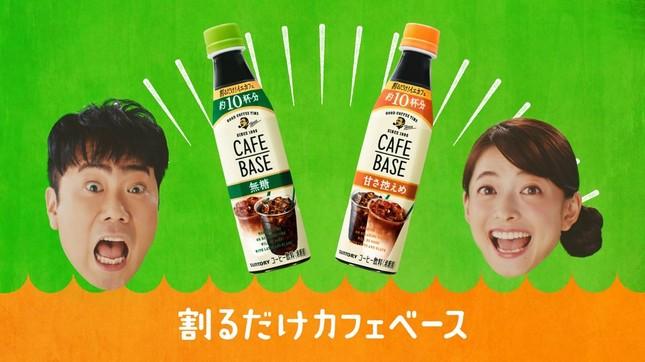藤井さんと乙葉さんがデュエットを披露する「カフェベースのうた」編