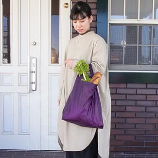 バッグに携帯しても場所をとらず、サブバッグとしても機能的